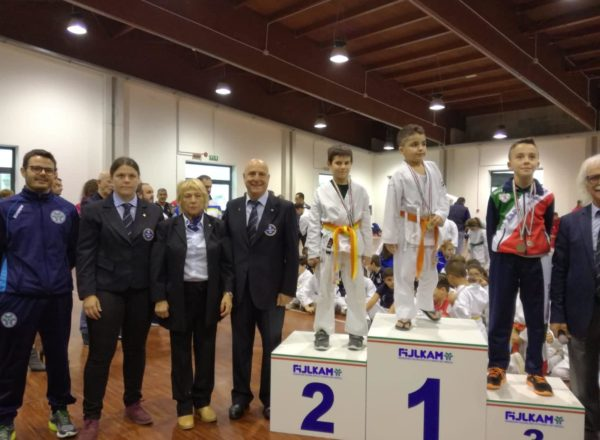 Il podio dell'atleta Crescente lorenzo 1° Classificato e Zolli Leonard 2° Classificato
