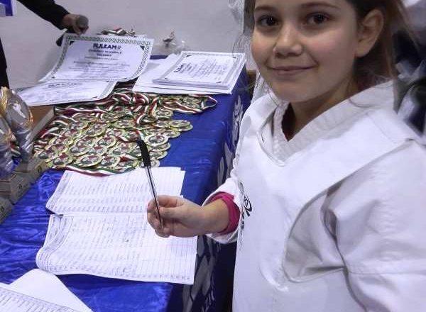 Raduno CTR L'atleta Caruso Anna firma la propria presenza al Raduno CTR FIJLKAM CONI