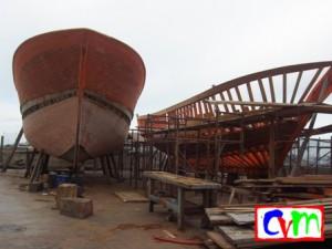barche in varie fasi di costruzione