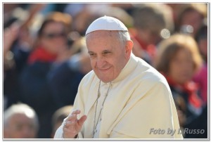 26-10-2013-papa-francesco
