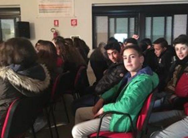 ALUNNI SCUOLE MEDIE VISITA ITI MAZZONE 2017-11