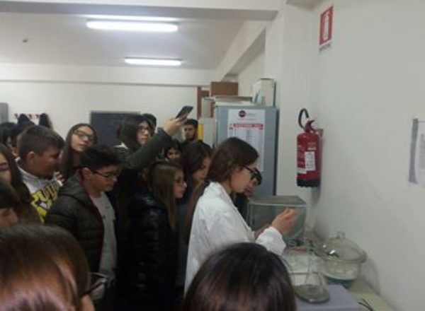 ALUNNI SCUOLE MEDIE VISITA ITI MAZZONE 2017-6