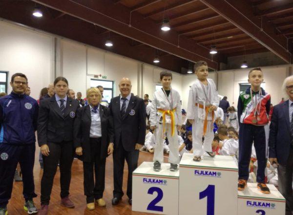 Il podio dell'atleta Crescente lorenzo 1° Classificato e Zolli Leonard 2° Classificato