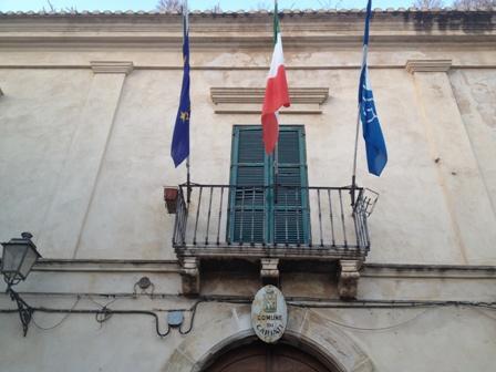 Municipio-cariati-201220balcone-bandiere