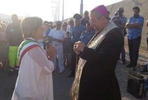 posa statua gesù porto cariati 08-2016 filomena greco vescovo