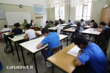 scuola-studenti-banchi