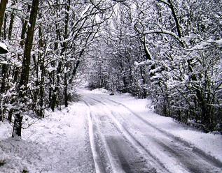 strada-con-neve